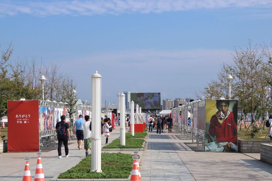 メリケンパークに設けられた「ファンゾーン」にも、多くの人が訪れた 提供:神戸市