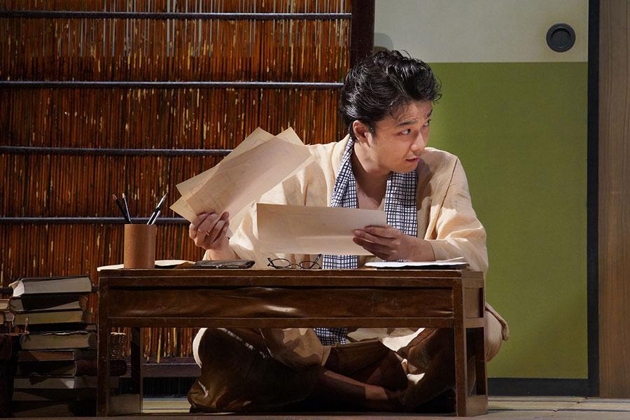 舞台『組曲虐殺』で小林多喜二を演じる井上芳雄 提供:ホリプロ