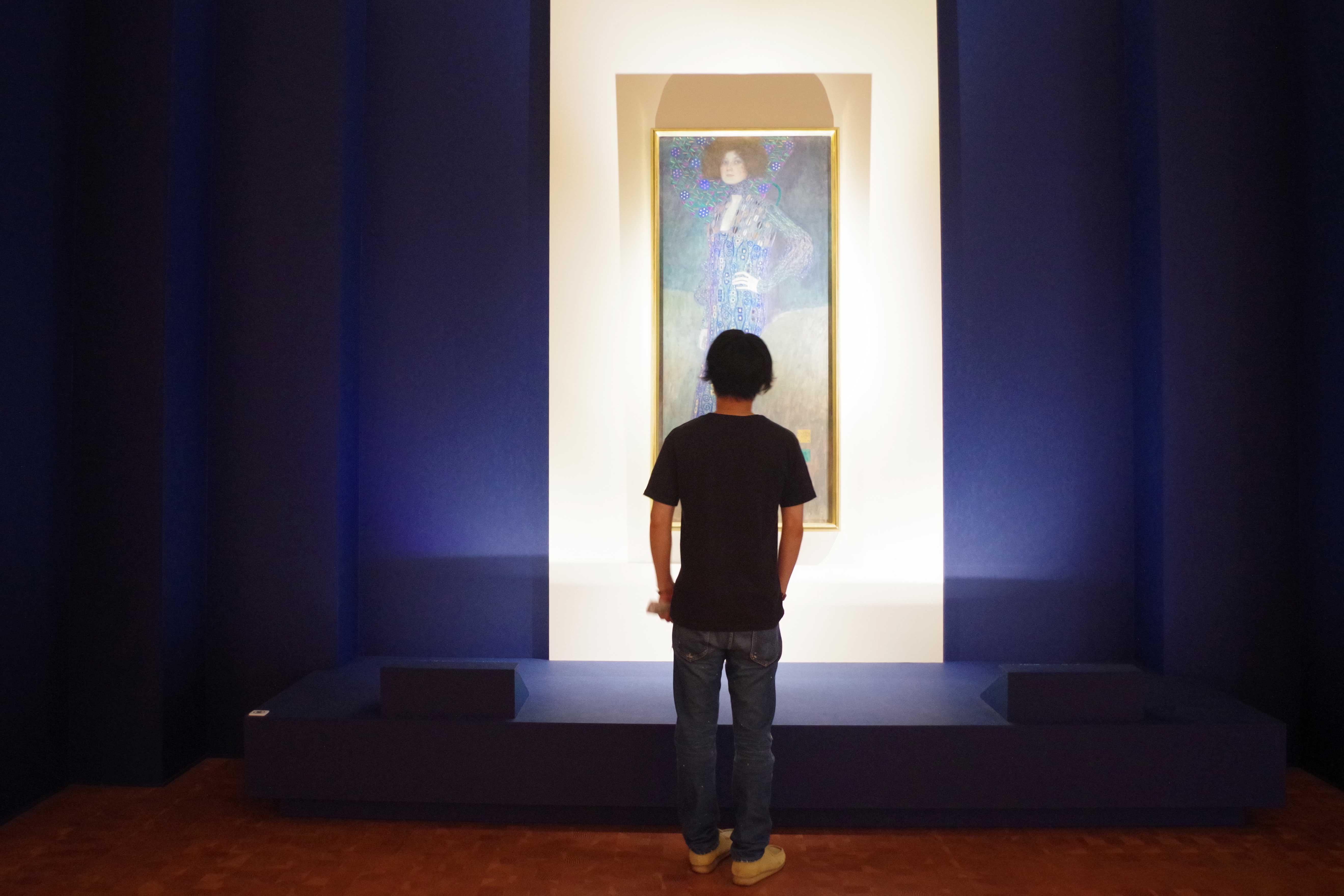 このグスタフ・クリムト『エミーリエ・フレーゲの肖像』であれば、撮影できます