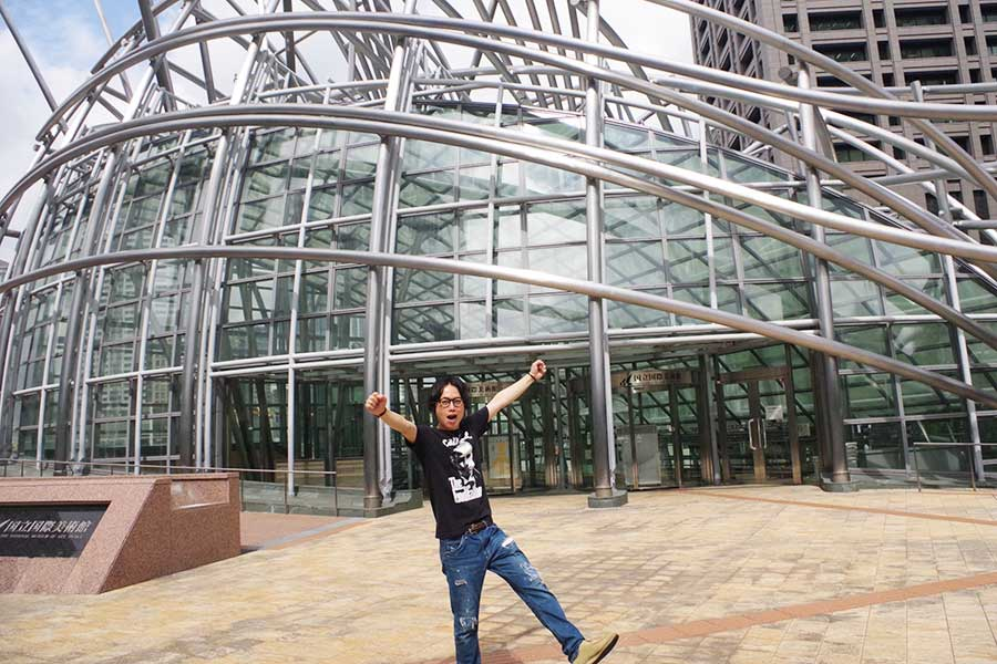 大阪・中之島にある「国立国際美術館」へ!