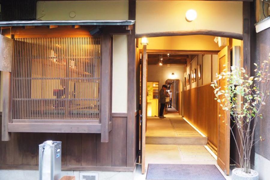 「鴨川沿いに料理店や旅館などが建ち並ぶ木屋町。昔ながらの風情が残るこの場所にふさわしい、京都にちなんだ食材を使ったお店を作りたかった」と、代表の志賀さん