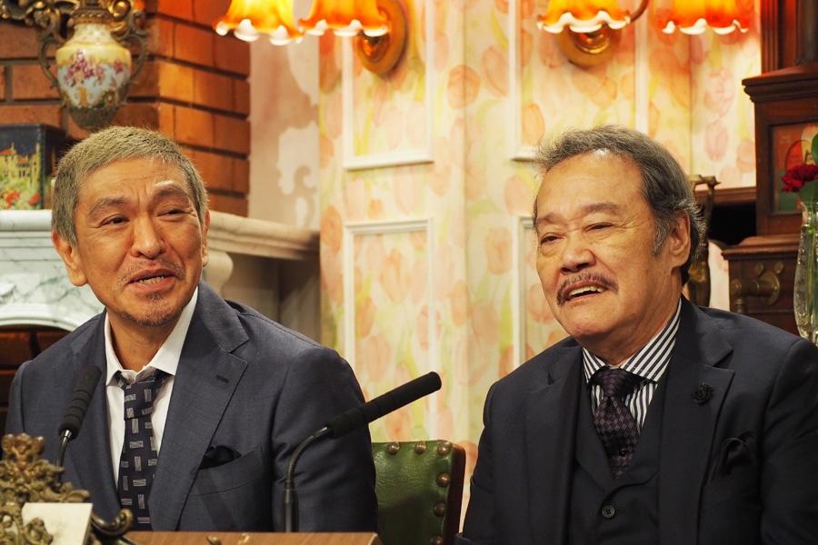 『探偵!ナイトスクープ』の会見に出席した松本人志(左)と西田敏行(25日・ABCテレビ)