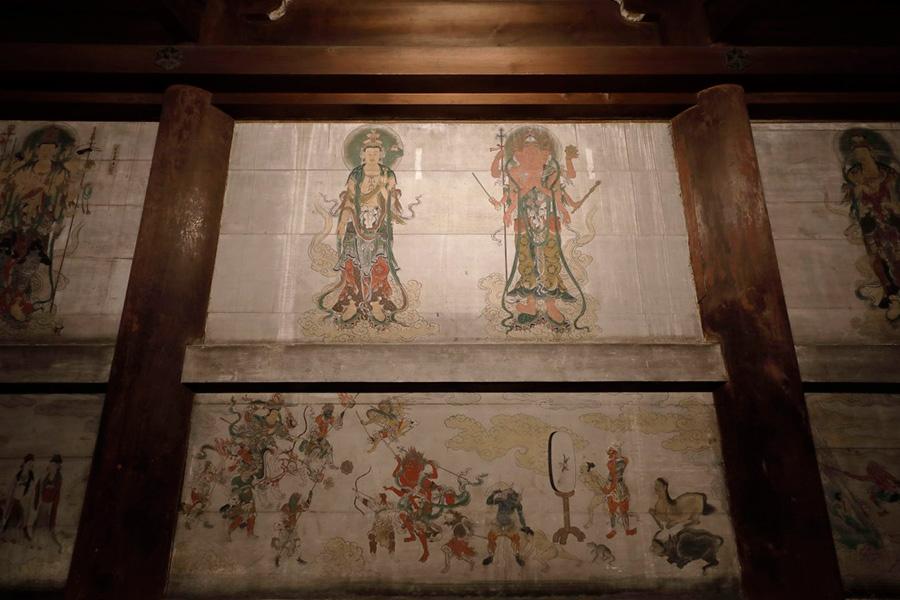 精緻な筆致で描かれる、六道の救済者である六観音像