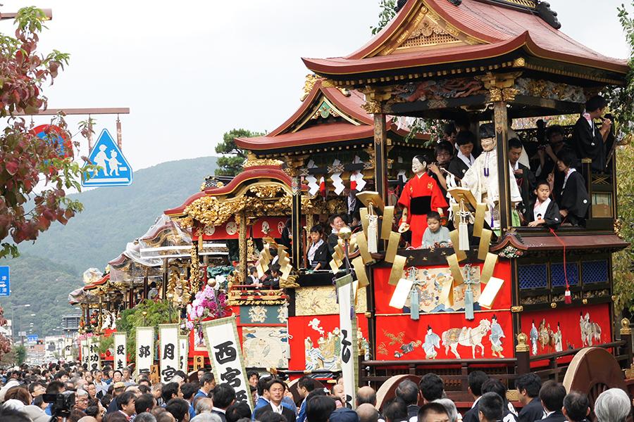 「動く美術品」とも例えられる曳山。本祭ではJR大津駅から伸びる「中央通り」でからくり人形が披露される 提供:(公社)びわこビジターズビューロー