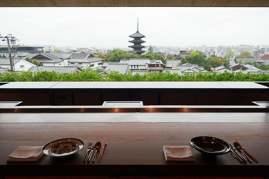 フランスのミシュラン星付きレストランで活躍した久岡寛平料理長のレシピによるシグネチャーレストラン「八坂」