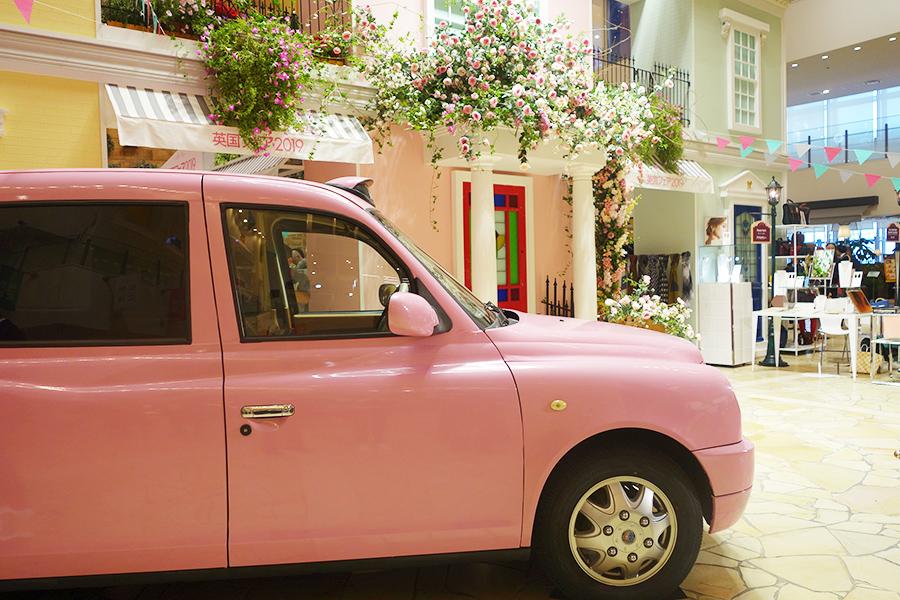 ピンク色のロンドンタクシーが『英国フェア2019』に