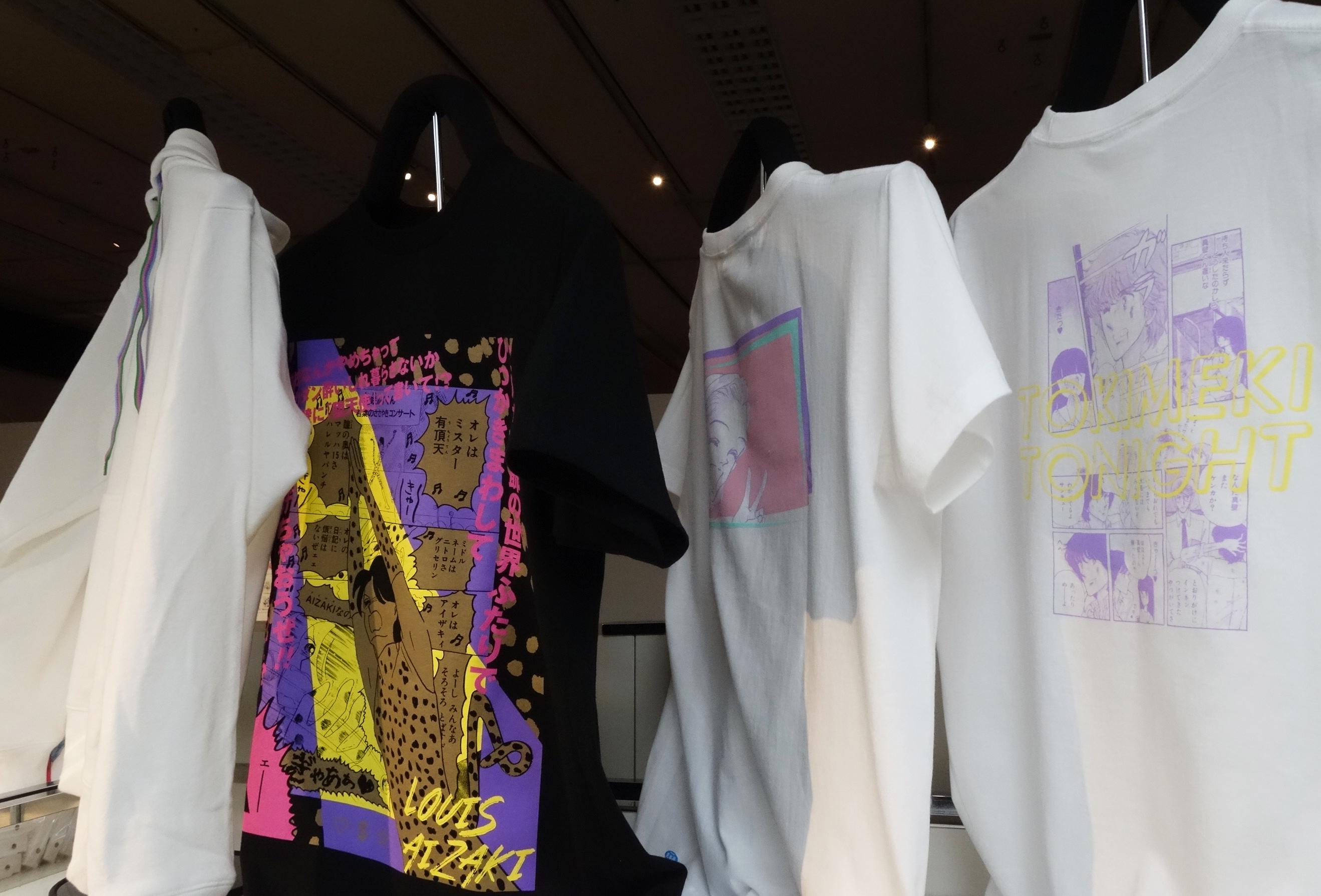 特別展「りぼん」特設ショップにて。Tシャツなどのファッションアイテムも(c)池野恋/集英社 (c)岡田あ~みん/集英社  (c)さくらプロダクション (c)矢沢あい/集英社 (c)矢沢漫画制作所/集英社