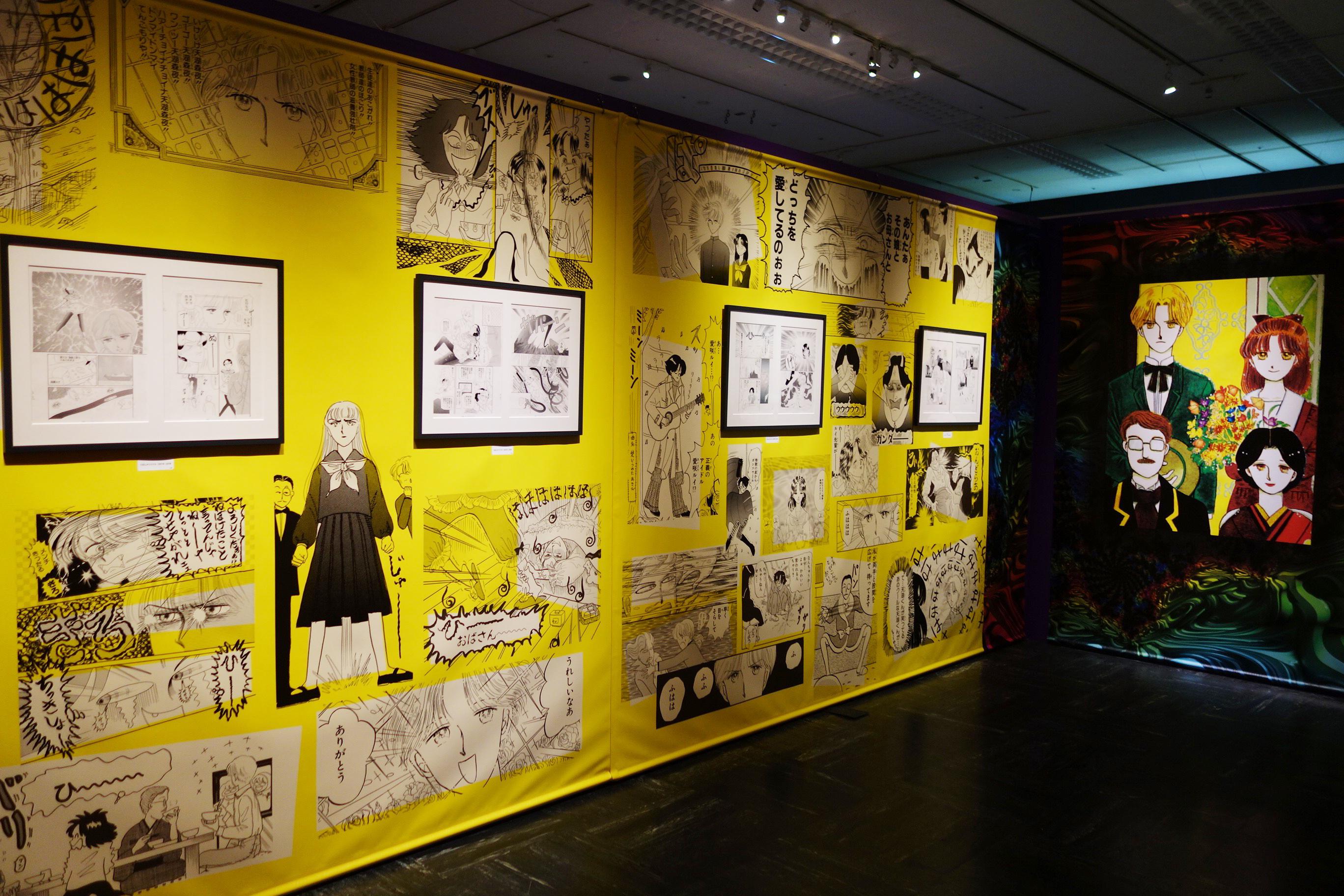 壁面にもイラストが散りばめられ、『ルナティック雑伎団』の世界観が表現されている。Ⓒ岡田あ〜みん/集英社