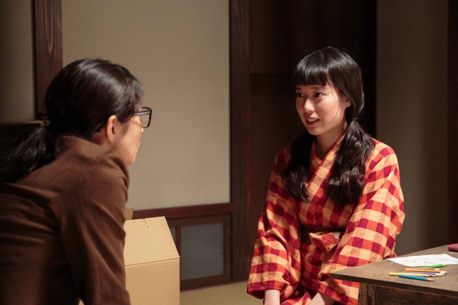 ちや子(左、水野美紀)に、自分の気持ちを伝える喜美子(戸田恵梨香)©NHK