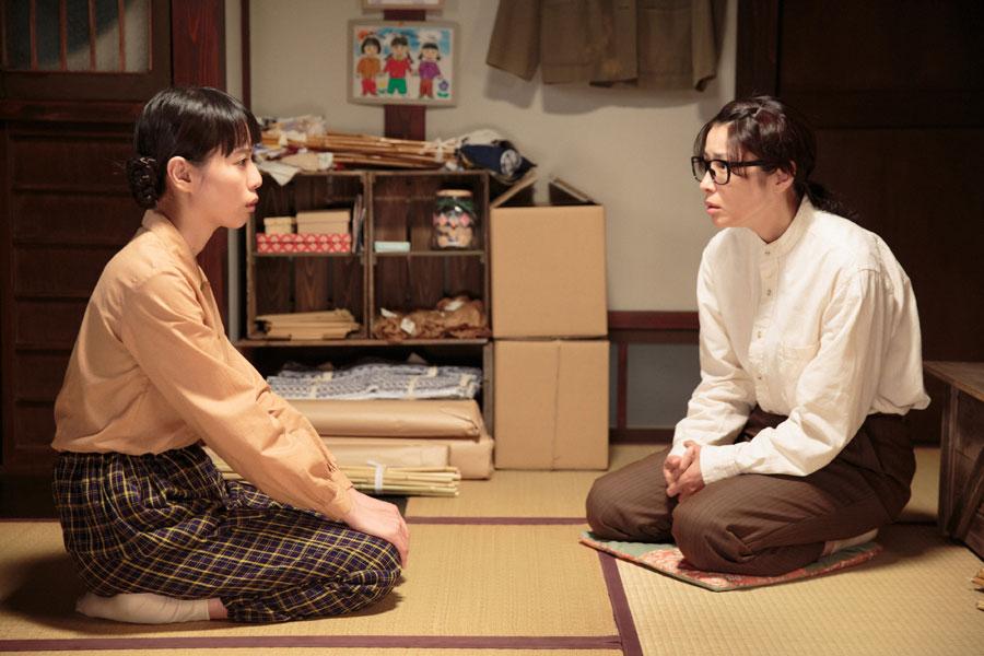 ちや子(水野美紀)から「自分の気持ち、ほんまにわからへんの?」と言われる喜美子©NHK