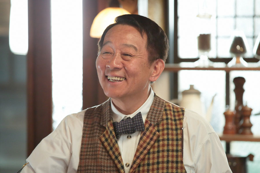 歌える喫茶「さえずり」のマスター(オール阪神)