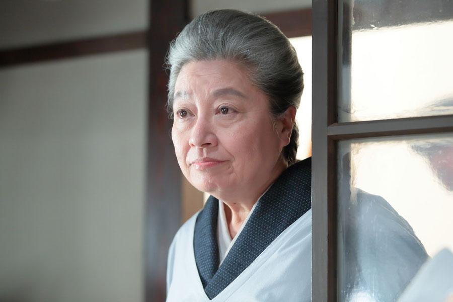 女中業のスペシャリスト・大久保のぶ子を演じる三林京子 (C)NHK