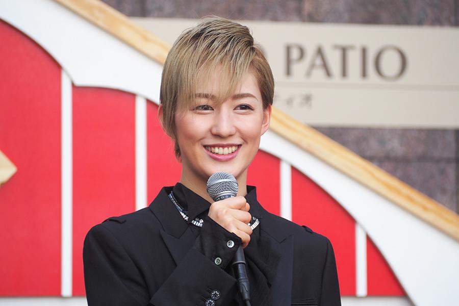 「(宝塚大劇場での)新人公演を終えて、明日海さんからたくさんの温かいお言葉をいただきました」と聖乃あすか