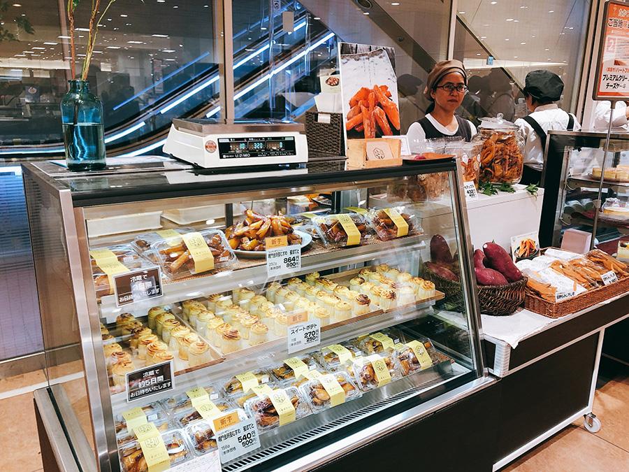 「氷とお芋の専門店 らんらん」(茨木市)は、サツマイモのスイーツが人気