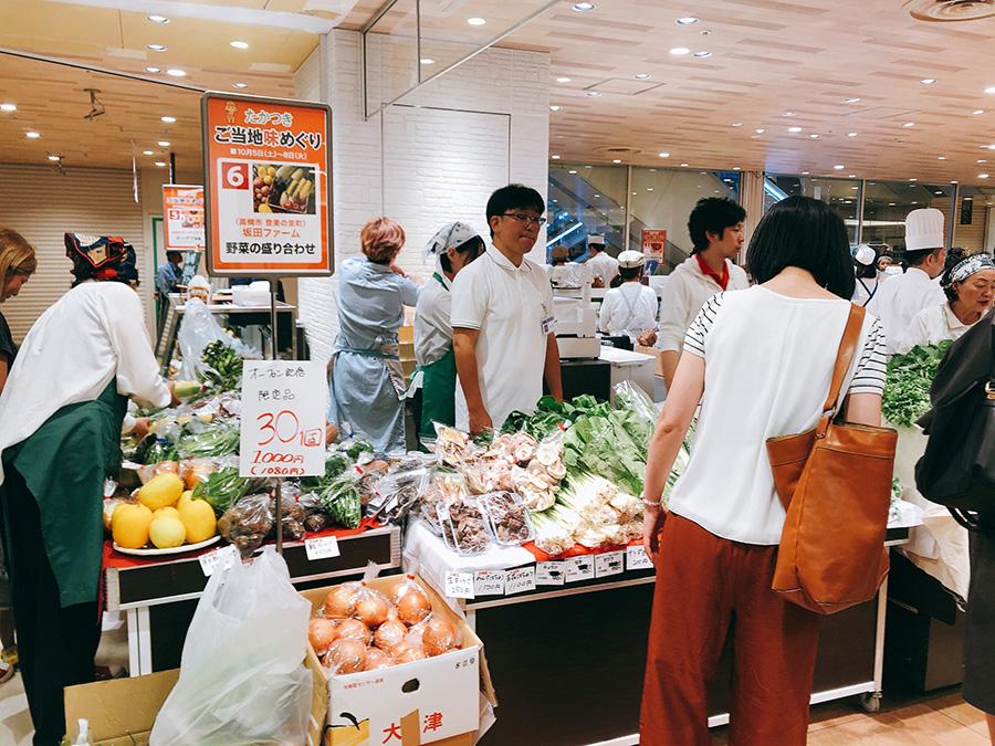 採れたて野菜の詰め合わせに行列ができた「坂田ファーム」(高槻市登美の里町)