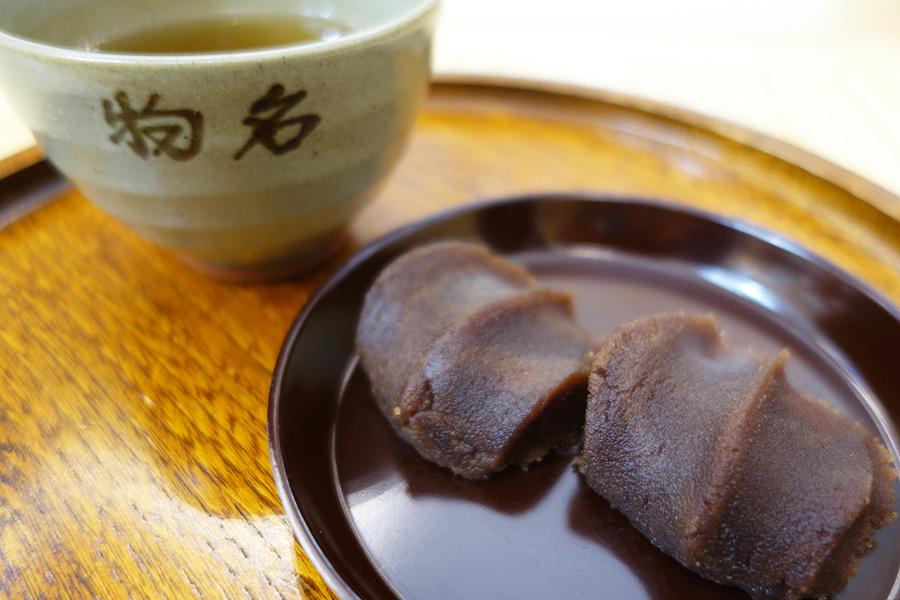「復刻版赤福餅盆」は、お茶のサービスも