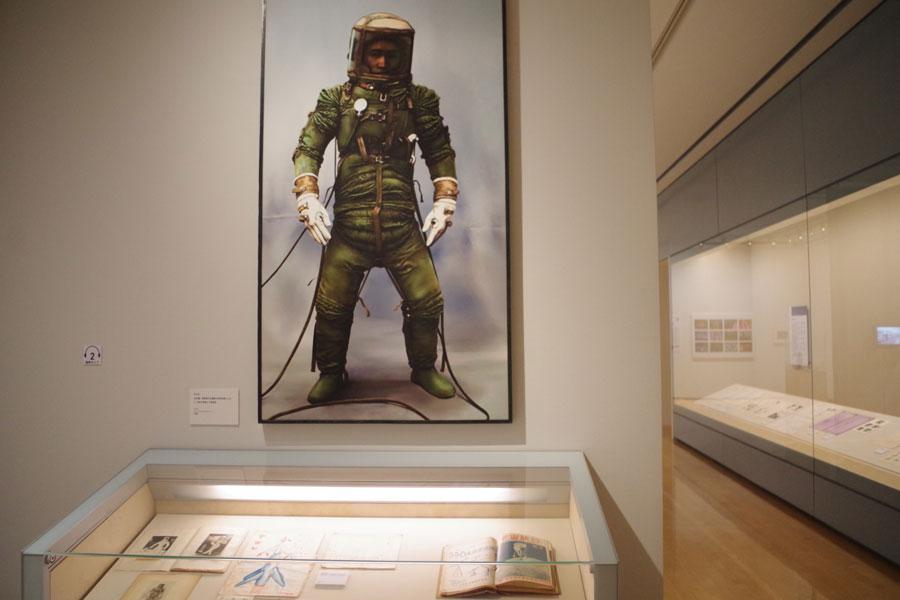 富野監督の父が開発に関わっていた与圧服の写真。少年時代から宇宙に思いを寄せていたという