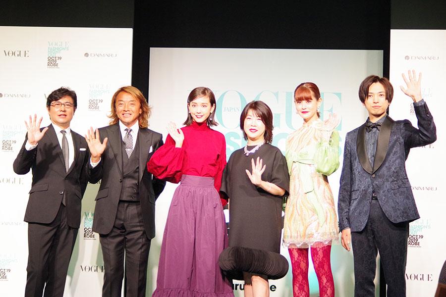 オープニングセレモニーは、鮮やかな衣装で登場した桐谷美玲