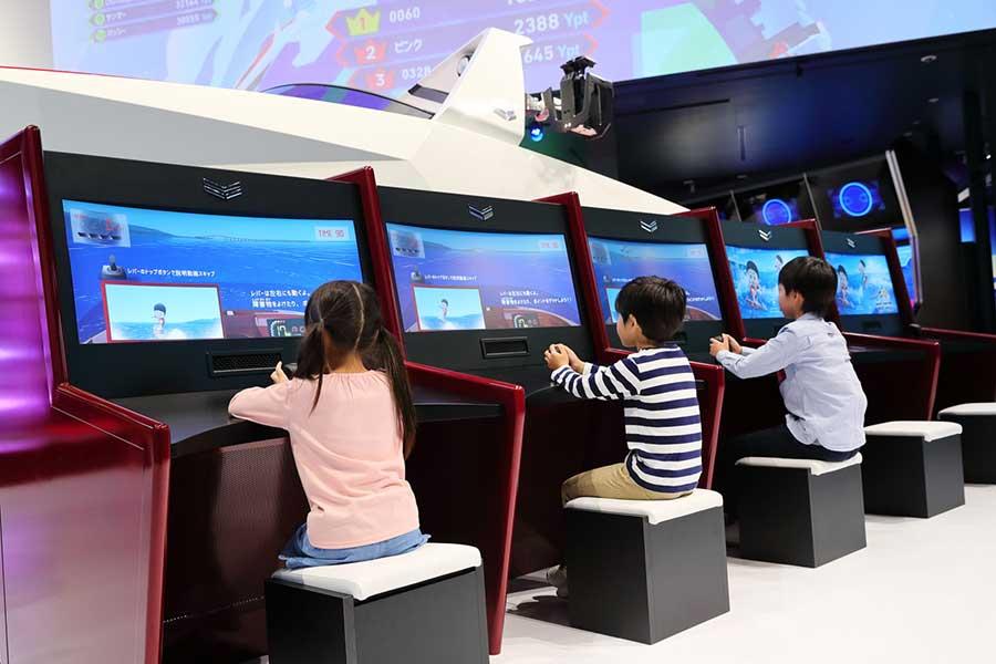 簡単な画面操作で遊べる「ウェイクサーフィン ボートレース」