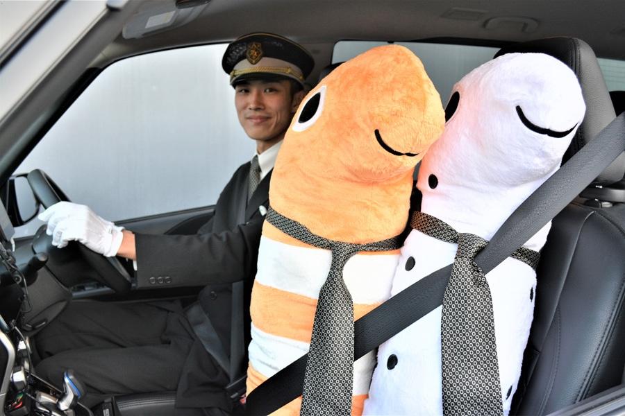 MKのネクタイをつけたチンアナゴが乗車する『チンアナタクシー』