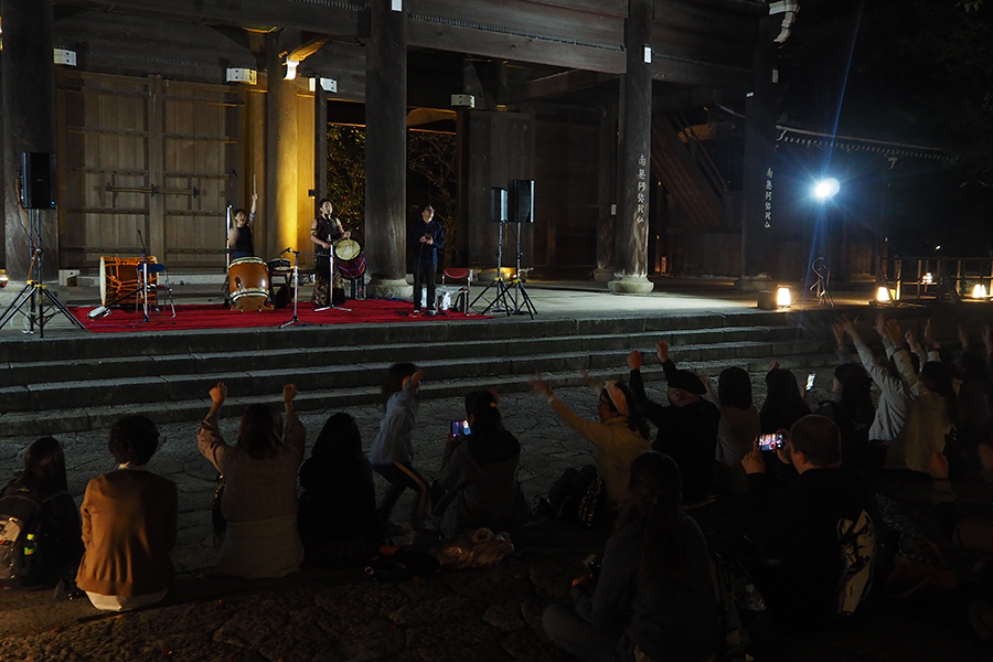 1日の「坊主・オン・ステージ」では、和太鼓方奉納演奏で会場がひとつに
