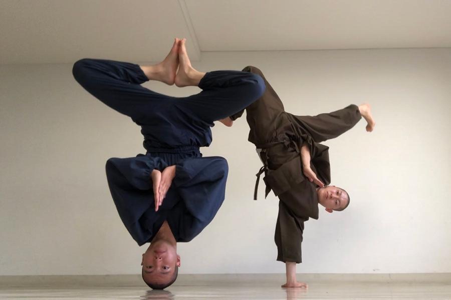 ブレイクダンスユニット・廻天坊主(浄土宗・天台宗僧侶/11月4日出演)。右が知恩院僧侶・河原さん