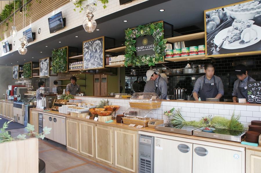 サラダバーは野菜の種類やドレッシングの種類も豊富