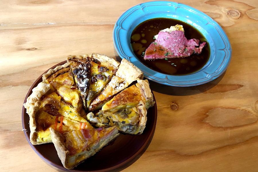 ディナータイムには、ローストビーフの提供も。食事系パイ9種類は食べ比べして、好みのパイを見つけるのも楽しい
