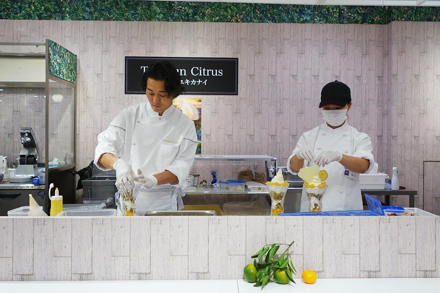 「ザ サン シトラス by フミユキ カナイ」では愛媛のオリジナル品種「紅まどんな」が楽しめるパフェ「The Sun Citrus」を提供(各日販売予定数100)