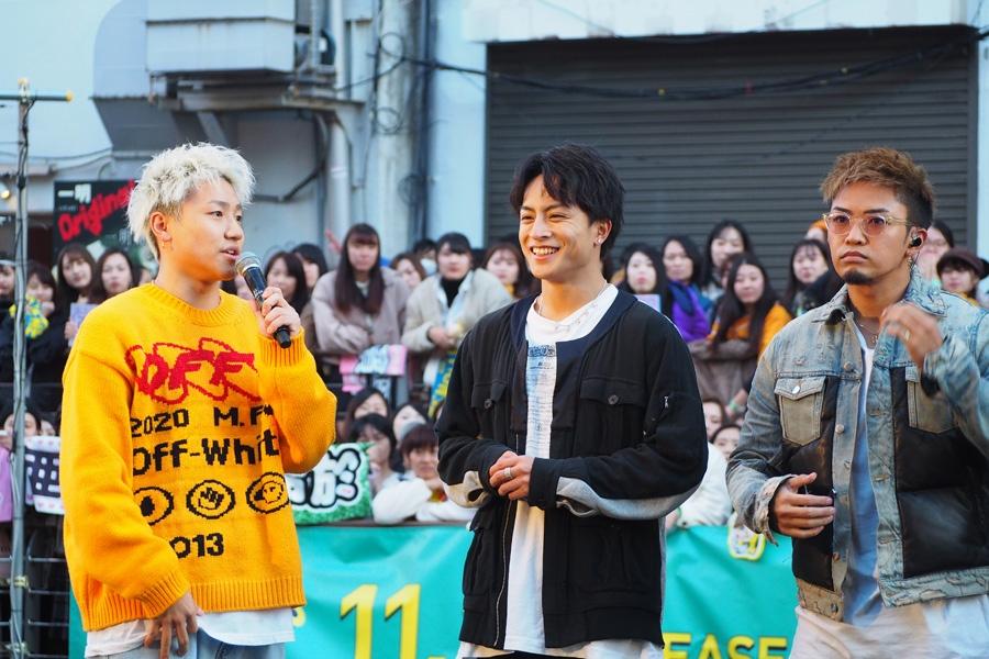 人の多さに驚きつつトークを繰り広げるGENERATIONSメンバー(21日・大阪市内)