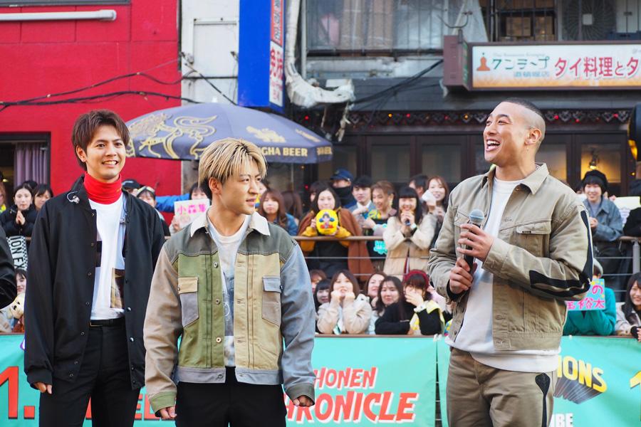 AbemaTVでの冠番組『GENERATIONS高校TV』が3周年を迎え、「3年目も楽しメンディー!!!!」と叫んだ関口メンディー(右/21日・大阪市内)