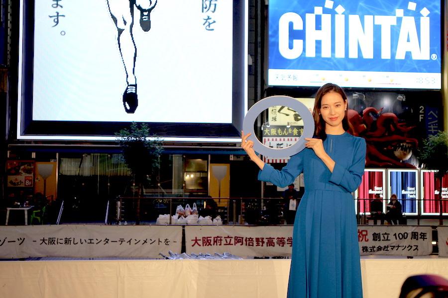「5分でもストレッチをすること」を心がけているという戸田恵梨香(11月12日・大阪市内)