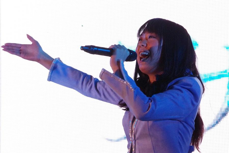 『大阪・光の饗宴2019』のオープニングを飾った19歳の中元みずき(4日・大阪市内)