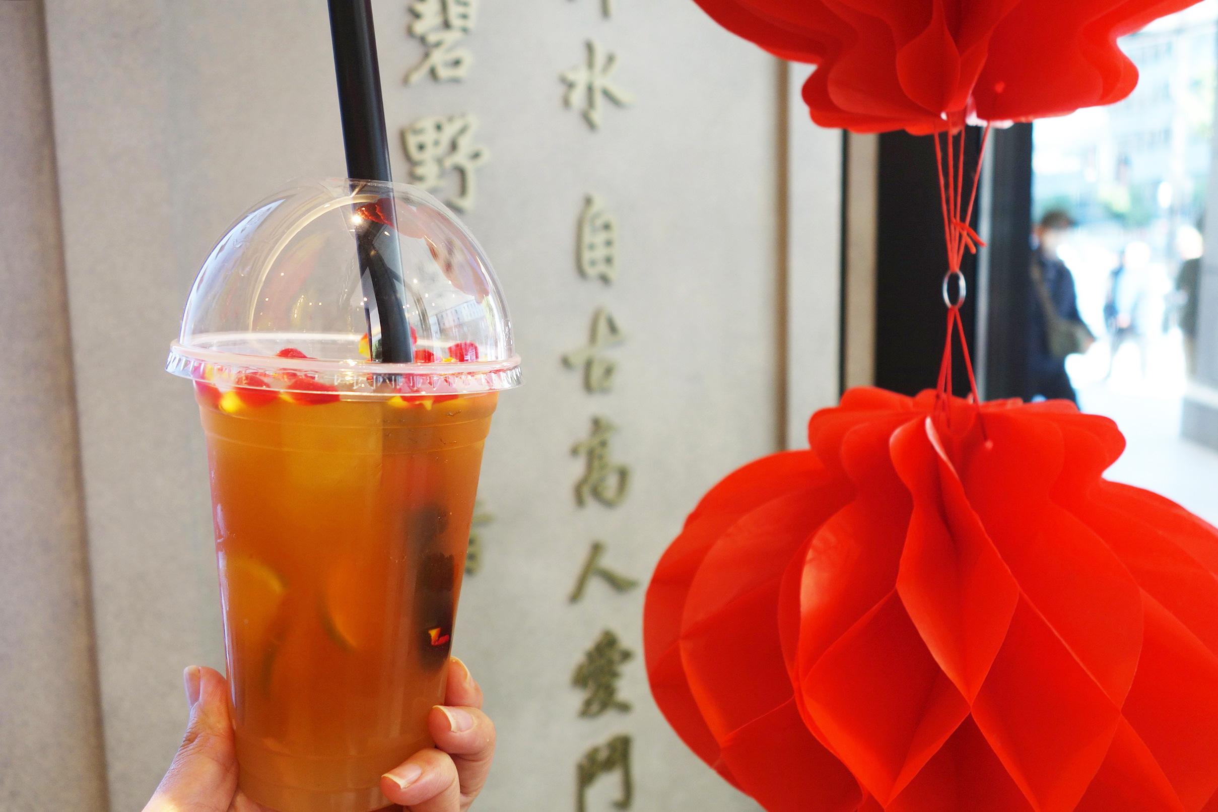 青茶にライチとライムを加えた「故郷(クゥーシャン)」780円をはじめ、フルーツティーは約4種