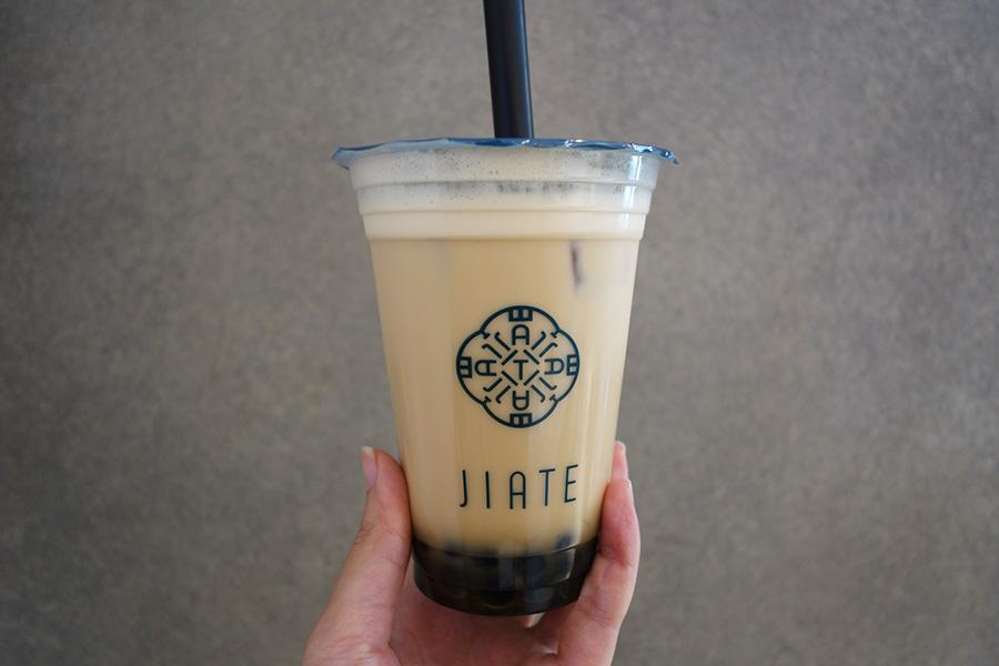 タピオカミルクティーは、紅茶を使った廻香(フェイシャン)、ジャスミン茶を使った「緑茶(ルゥイチァー)」など6種。いずれもホットとアイスあり