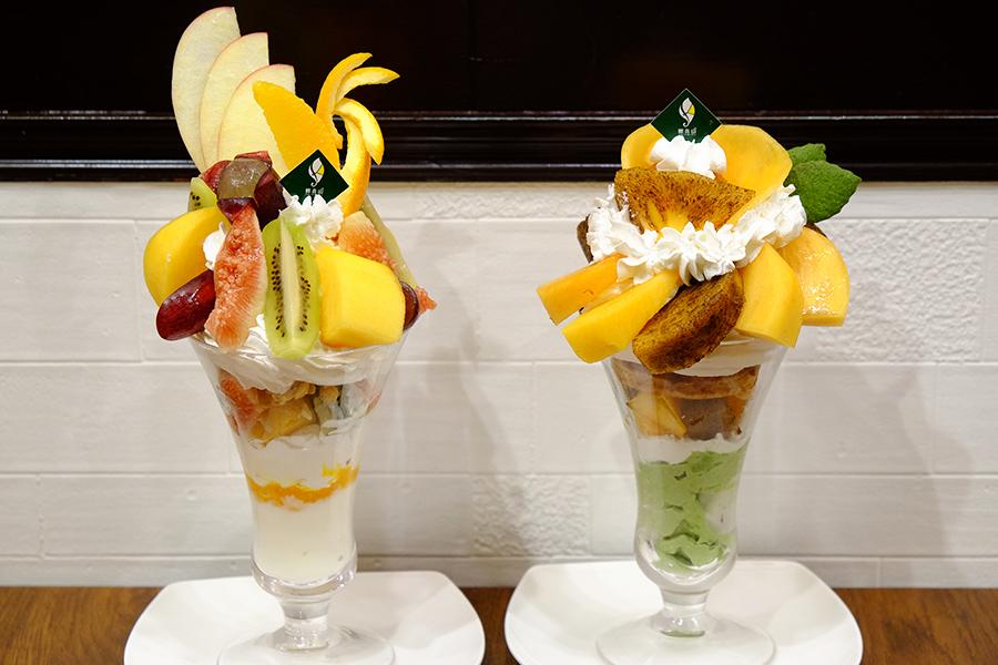 左から和歌山県産旬フルーツの農園パフェ1780円、和歌山県産4種の柿のフルーツパフェ1600円(共に税別)