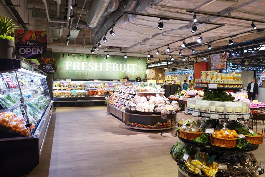 地下1階は周辺住民や、オフィスワーカーのランチや帰宅時利用を狙うスーパーマーケットも