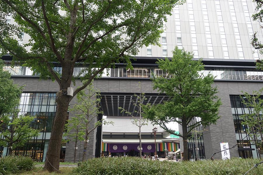 山門と一体となった南御堂ビルの5〜17階が「大阪エクセルホテル東急」