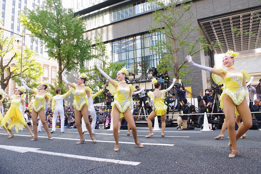 OSK日本歌劇団によるパフォーマンスの様子(4日・大阪市内)