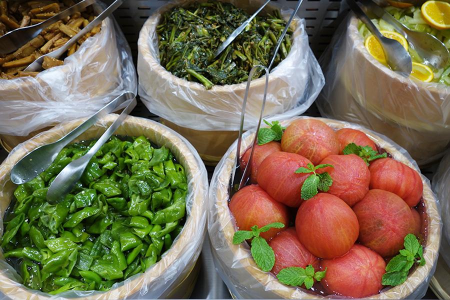 「isoizm(イソイズム)」の漬け野菜。思わぬ組み合わせが楽しめる
