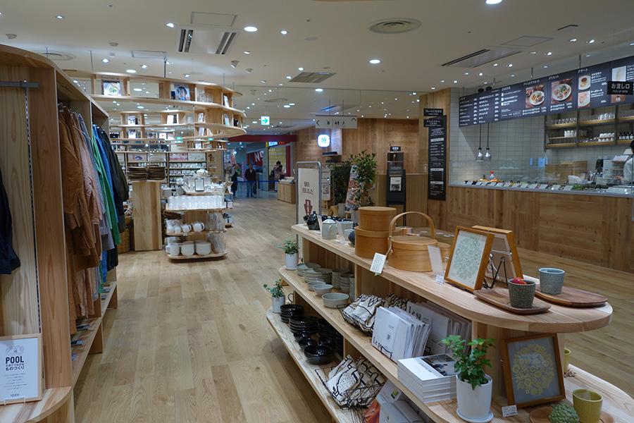 1階にはカフェのほか、クグロフ専門店のイートインスペースも