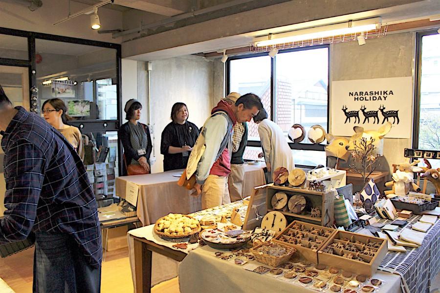 『ならしかの休日』の会場の様子。老若男女問わず、幅広い客層が足を運ぶ(11月8日・奈良市内)