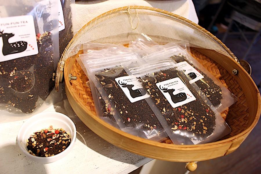 紅茶店「 百色水(もいろみ)」が制作した「ふんふんティー」ピンクペッパー入りは、ストロベリースパイスの紅茶(イベント限定)