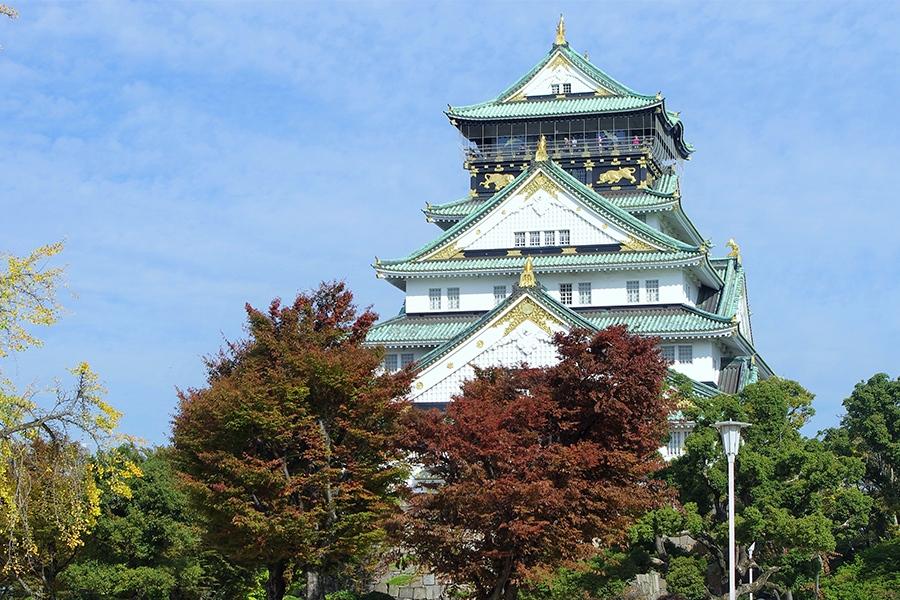 11月7日に満88歳を迎えた3代目「大阪城天守閣」(7日・大阪市内)