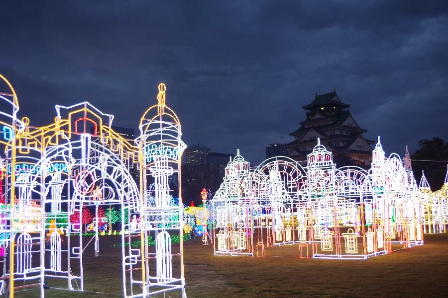 天守閣をバックに大正時代の街並みを再現(11月22日・大阪城西の丸庭園)