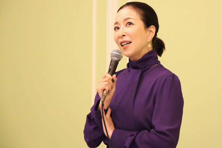 人生を振り返ったとき、宝塚と『ビビット』に加え「本作出演が大きかったなと思う気がする」と話す真矢ミキ(11月・大阪市内)