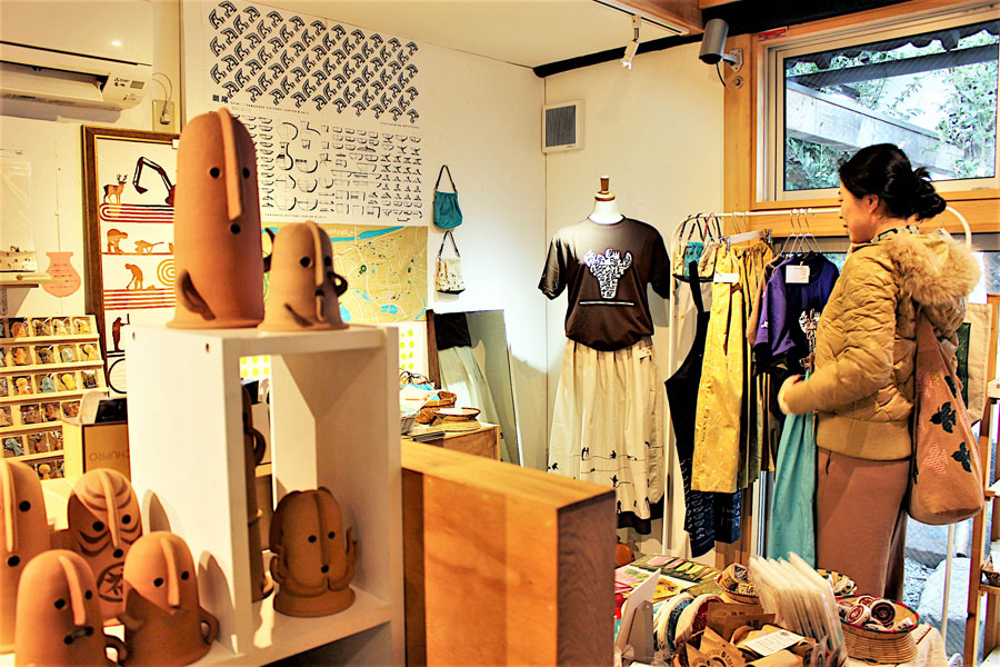 歴史意匠デザイナーの金田あおいさんが期間限定でオープンした考古学モチーフグッズのショップ(11月26日・奈良市)