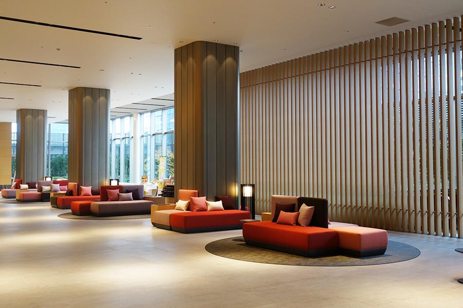ロビー・フロントは9階。1・2階にホテル専用エントランスがあり、商業施設「梅田リンクス」のエスカレーターからもアクセスできる