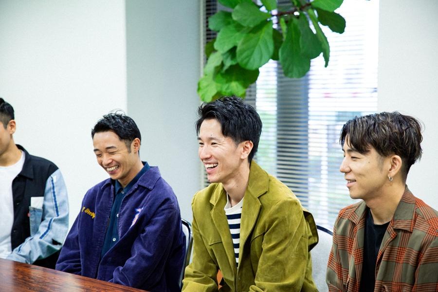 結成12年のシットキングス。「4人でずっとバカみたいなことでずっと笑ってる。自分たち良いなって思う」と笑うshoji(左)