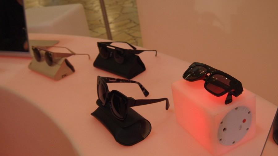 3D画像も撮影できるカメラ付きサングラス
